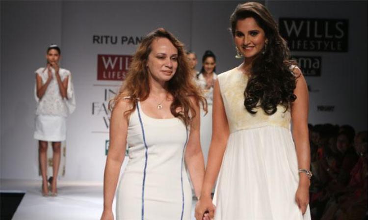 Sania-Mirza-Sizzles-At-Wills-Lifestyle-Indian-Fashionweek-2015