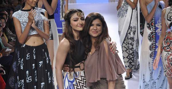 Soha-Ali-Khan-walk-the-ramp